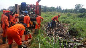 Korcam Cipayung Fokus Bersihkan  di Jalur Pembuangan Sampah Liar