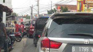 'Sadis' Kemacetan Raya Sawangan Bikin Pengendara Trauma
