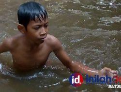 Foto: Potret Anak Negeri 'Berenang Bersukaria'