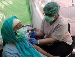 Mencegah Lonjakan Covid-19 Akibat Natal dan Tahun Baru, Vaksinasi Lansia Di Percepat !